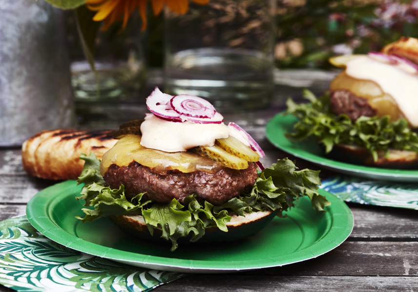 Cheeseburgare med hamburgerdressing